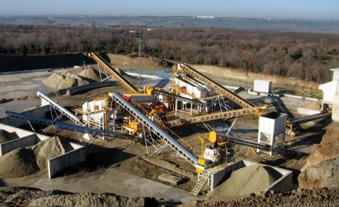 Beykum Madencilik Sanayi ve Ticaret A.Ş. Sahip Olduğu 500 t/h Besleme Kapasiteli Kum Eleme, Yıkama Ve Susuzlandırma Tesisi İstanbul Şantiyesine Teslim Edilmiştir.