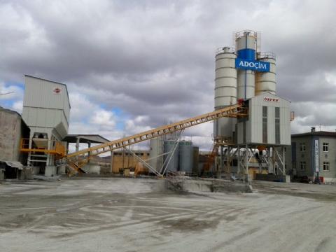 Adoçim Çimento Beton Sanayi Ve Tic. A.ş. Sahibi Olduğu 120-130 m³/saat Yaş Sistem Sabit Hazır Beton Santrali Sivas Şantiyesinde Üretime Başlamıştır.