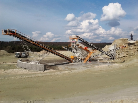Onur Taahhüt Taşımacılık İnşaat Tic. ve San. A.Ş.'nin Sahip Olduğu 350-400 T/h Besleme Kapasiteli Kum Eleme Tesisi Ukrayna / Lviv 'de Üretime Başlamıştır.